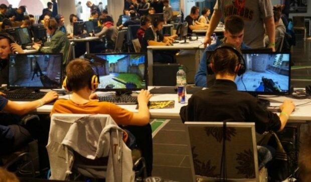 Столичные игроки в Dota2 посоревновались за 18 тыс грн (фото)