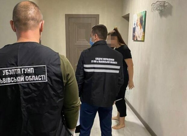 Во Львове накрыли сеть борделей - миллионы в стрингах