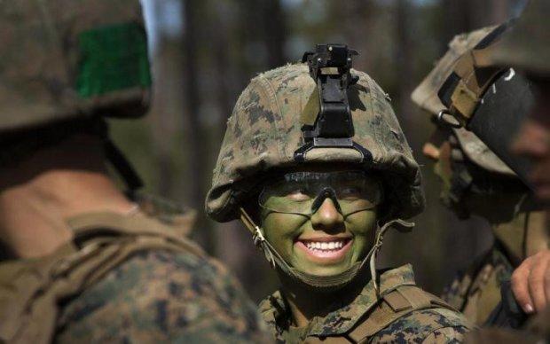 Сморід і змії у воді. Що ви знаєте про службу жінок в армії?