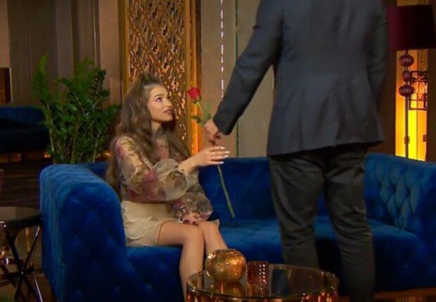 Лола Лавинецька, кадр з відео