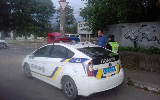 На швидкості в кювет: вулична камера засікла страшну аварію з маршруткою