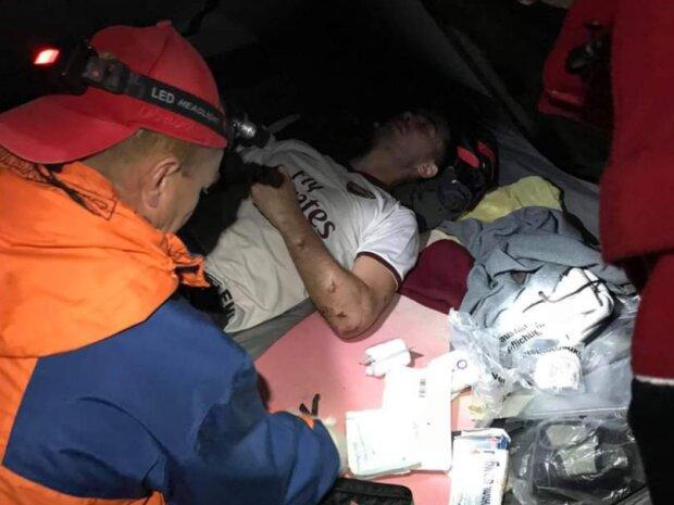 На Закарпатті турист зірвався в ущелину, фото zk.dsns.gov.ua