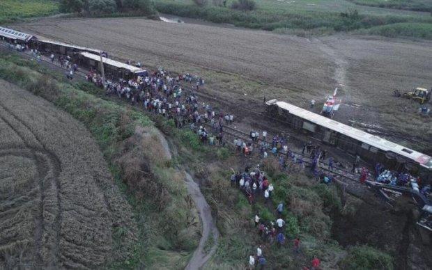 Моторошна аварія на залізниці: кількість жертв перевалила за два десятки