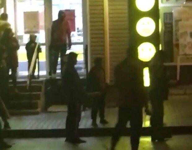 На Хмельнитчине банда золотых ручек устроила зверскую бойню: десятки копов еле разняли