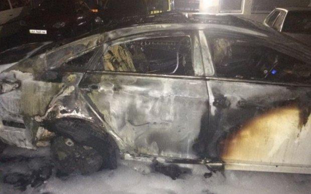 Пожар оставил без иномарок сразу трех харьковчан