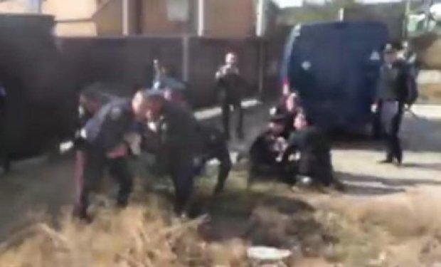 Під Харковом журналістів Громадське.Харків посадили в автозаки (відео)