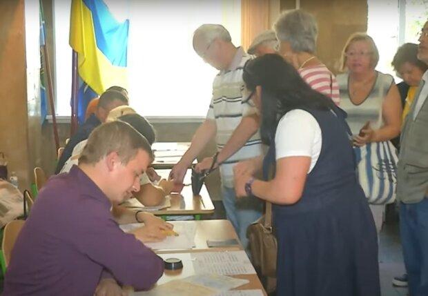 """Местные выборы-2020: в ЦИК объяснили, можно ли проголосовать с паспортом в """"Дія"""" и назвали важное условие"""