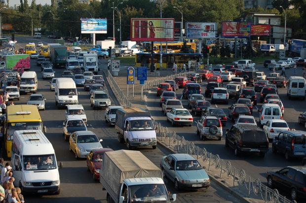 """Киев """"утонул"""" в гигантских пробках: на какие улицы лучше не ехать"""
