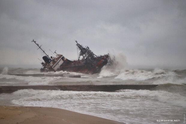 """Кораблетрощу танкера """"Делфи"""" в Одессе, фото dumskaya.net"""
