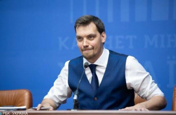 Глава Кабміну Гончарук отримав першу зарплату: Зеленський і Богдан можуть починати заздрити