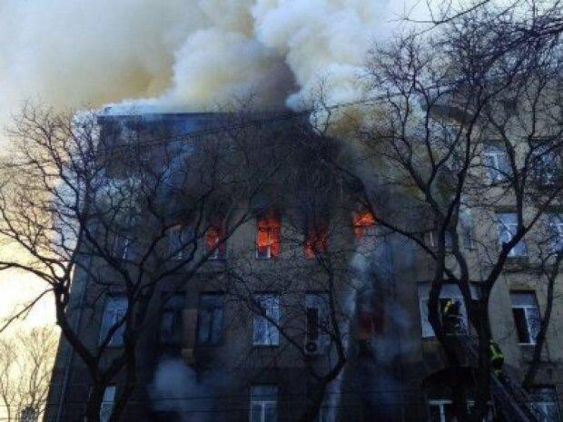 Люди прыгали из окон: в жутком пожаре в колледже Одессы погибла преподавательница, есть пропавшие без вести