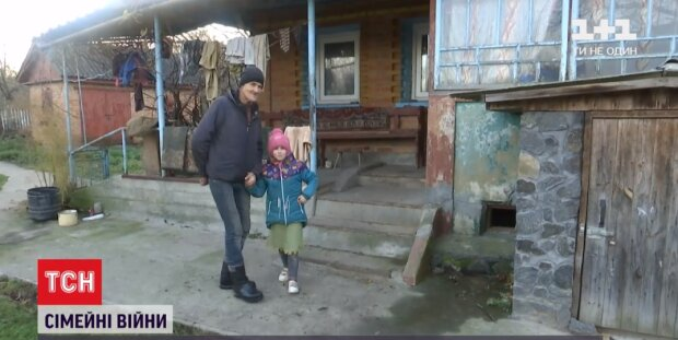 """Странная история на Хмельнитчине потрясла Украину, дети - заложники: """"Мама отдает в интернат, папа - забирает"""""""