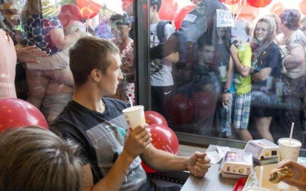 Сором: росіяни давили дітей через безкоштовне морозиво