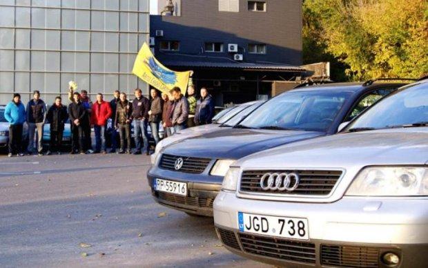 """Как в """"Бригаде"""": у владельцев евроблях начали законно """"отжимать"""" автомобили"""