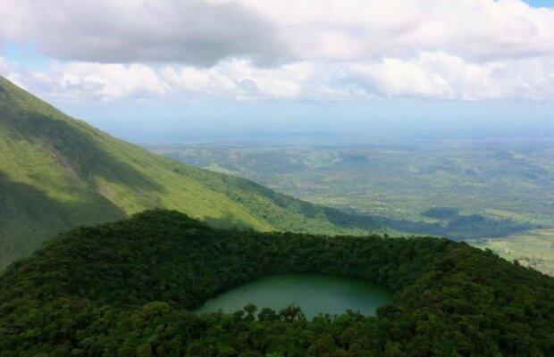 """Зірка """"Орла і Решки"""" скупалася в кратері вулкана"""