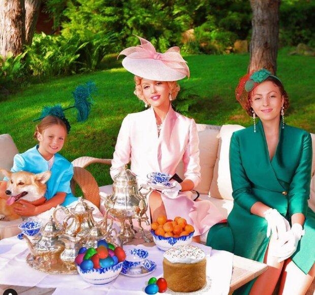 Маша Ефросинина и Оля Полякова с дочерью очаровали стильным видом: все ради Дорофеевой