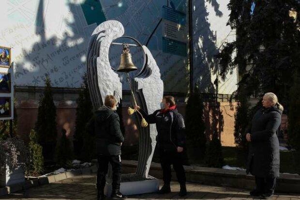 """Черновчане почтили память героя Украины, слезы рекой: """"В День Соборности уснул навсегда"""""""