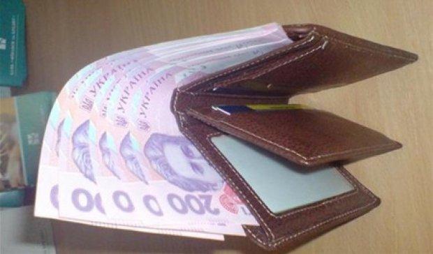 Порошенко затвердив підвищення пенсій і зарплат бюджетникам