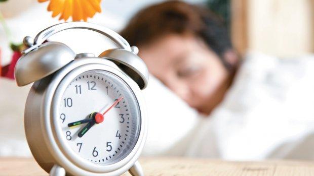 Спать на час меньше: украинцам напомнили о переходе на летнее время