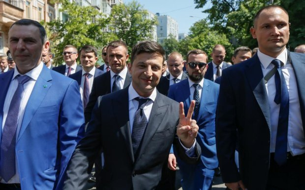 Відчути людей: як Зеленський спілкується з простими українцями, в це складно повірити