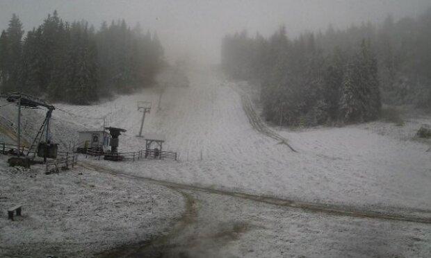 Львівщину засипало снігом на Покрову