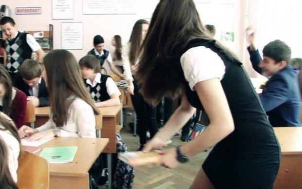 Пьяная мамаша жестоко избила школьников: видео