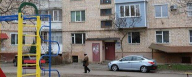 В Черновцах десятилетний мальчик выпал из окна, врачи колдуют над искалеченным ребенком