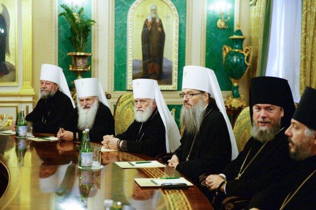 Митрополит УПЦ МП вкрав гроші парафіян і змотався до Росії: про це повинні знати всі