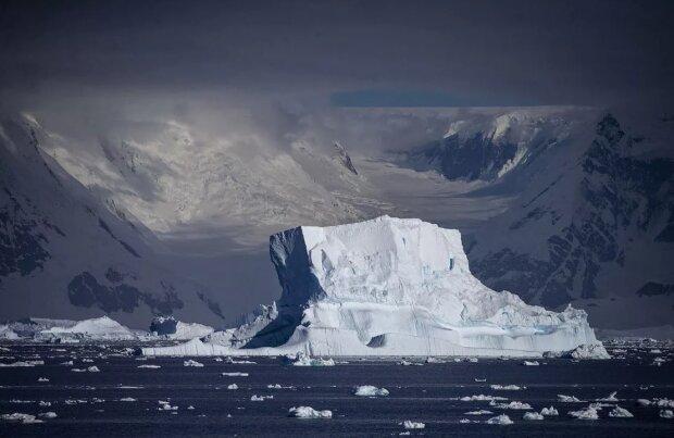 Громадная глыба в 315 млрд тонн откололась от ледника: мир поверил в глобальное потепление