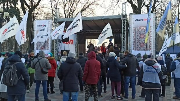 В Киеве под Радой митингуют предприниматели, фото: Цензор