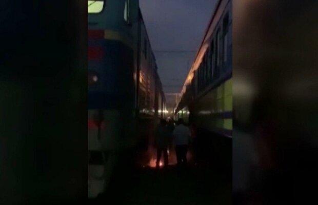 На киевском вокзале мужчина едва не стал горсткой пепла — вспыхнул за секунду, страшные кадры