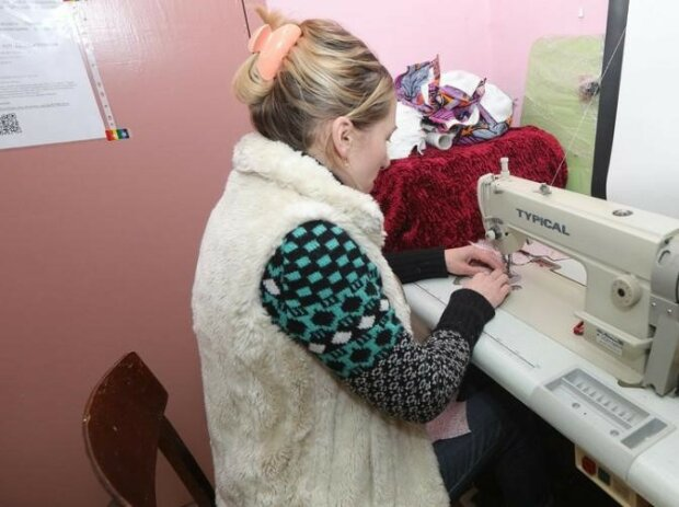 пошиття масок, фото KHARKIV Today