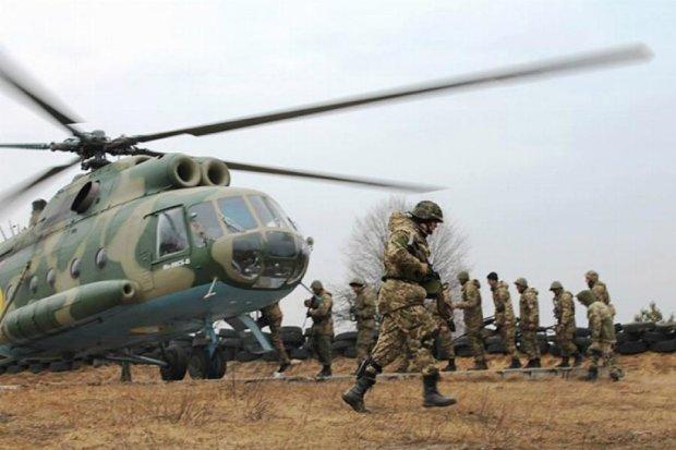"""Учения """"воздушной пехоты"""" на Житомирщине"""