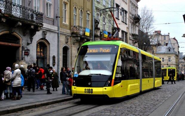 """Львов превратился в город """"золотых"""" трамваев: сколько стоит проезд и как сэкономить мизерные зарплаты"""