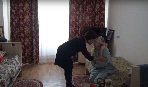 дом престарелых, скриншот из видео