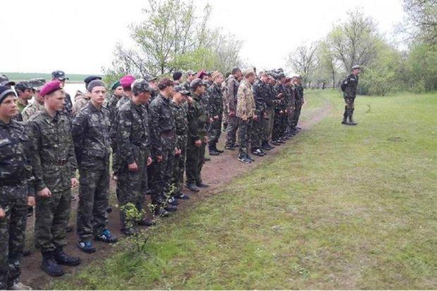 Харківських  школярів навчать стріляти та рити окопи