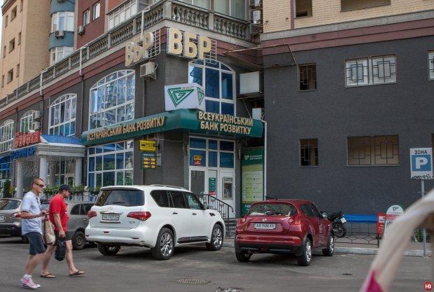 Українцям показали, як Янукович вивів мільярди за нинішньої влади
