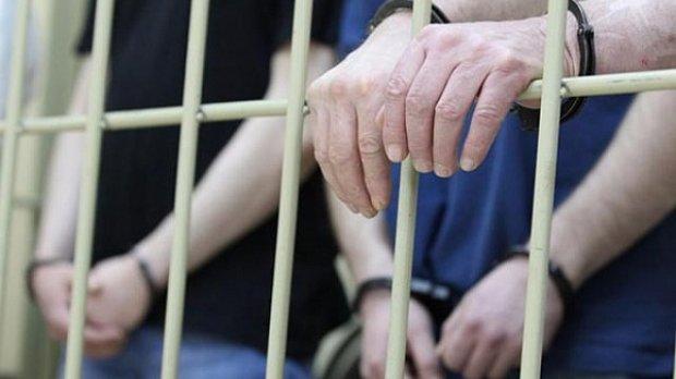 Шантаж, вимагання і погрози життю: під Києвом затримано банду на чолі з чиновником