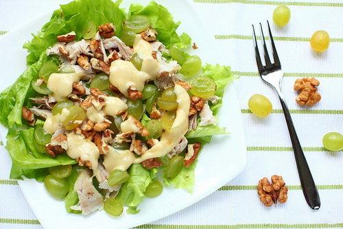 Для любителей необычных сочетаний: салат из бананов, яблок и сельдерея