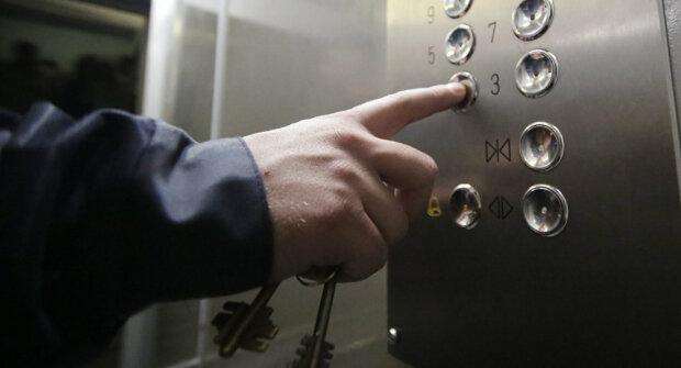 """В Києві ліфт мало не став камерою смерті, до неминучого - крок: """"Обірвалися троси"""""""