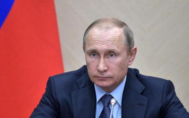 Відомий карикатурист показав, що Путін обрізає росіянам