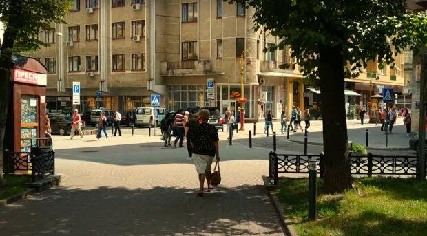 """Франківчани масово наплювали на карантин, губернатор Федорів не витримав: """"Перед вірусом всі рівні"""""""