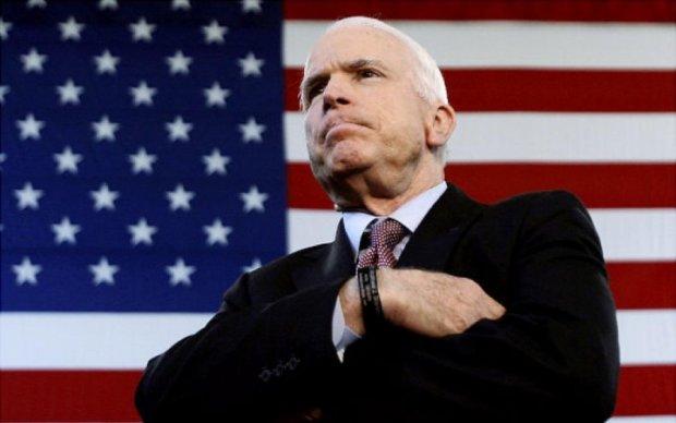 Маккейн обнадежил поставками вооружения для Украины