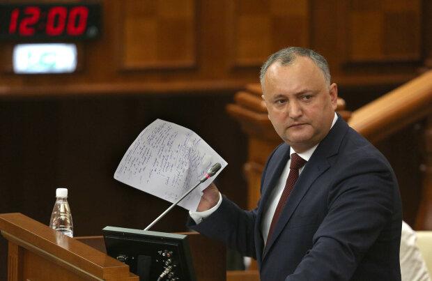 Зеленський змінив хід історії: улюбленець Путіна Додон визнав Крим українським, і це ще не все