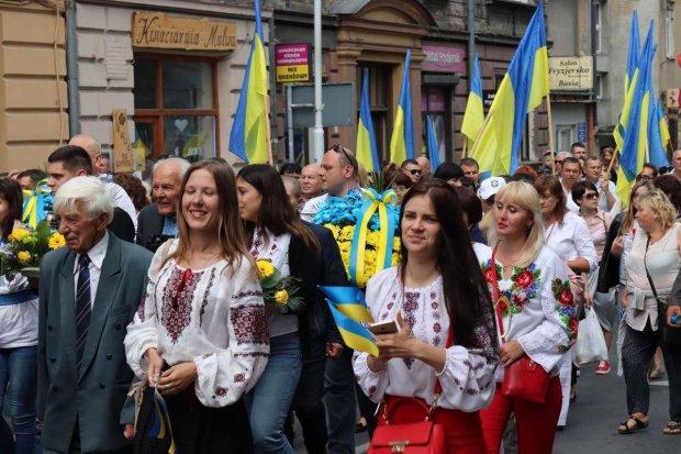 """""""Как не спят, то дерутся"""": названа основная причина обнищания украинцев"""