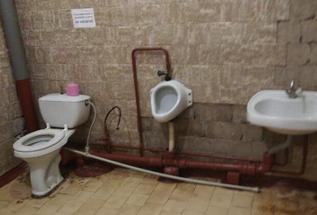 Туалет в школе, фото: Родители SOS / Фейсбук