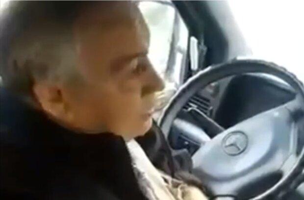 Скандал у маршрутці, кадр з відео