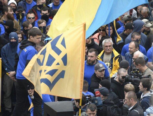 """Билецкий призвал украинцев выходить на улицы: """"Все на Киев"""""""