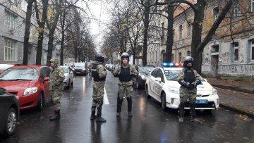 Копи обшукали штаб-квартиру Зеленського та знайшли багато цікавого: фото