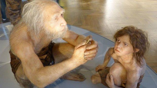 літній неандерталець з дитиною
